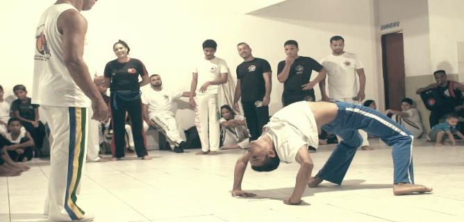 Grupo de capoeira da Baixada Santista, Meninos Guerreiros, é tema de filme | Santa Portal