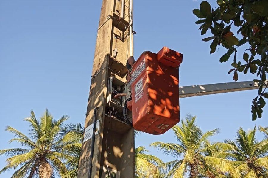 Após furtos de fios e 'apagões', orla de Santos tem iluminação recuperada