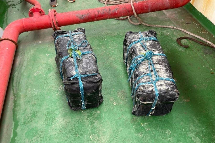 PF leva 10 horas para encontrar 155 kg de cocaína em carga de açúcar no Porto   Santa Portal