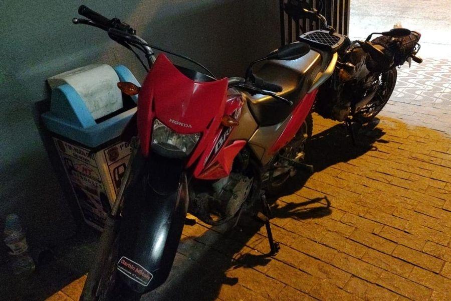 Moto roubada é encontrada com dupla no Catiapoã, em São Vicente   Santa Portal