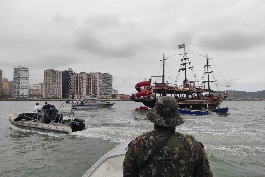 Polícia Ambiental Marítima Ciamar acompanha limpeza das praias