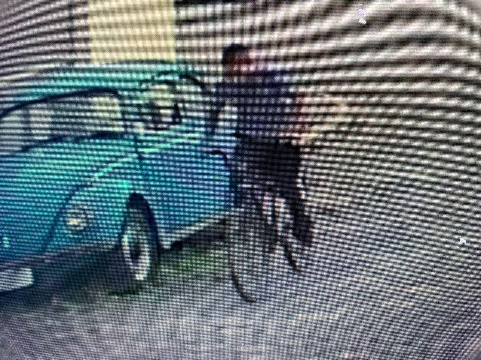 Assaltante tenta arrancar aliança do dedo de mulher, em Praia Grande; vídeo   Santa Portal