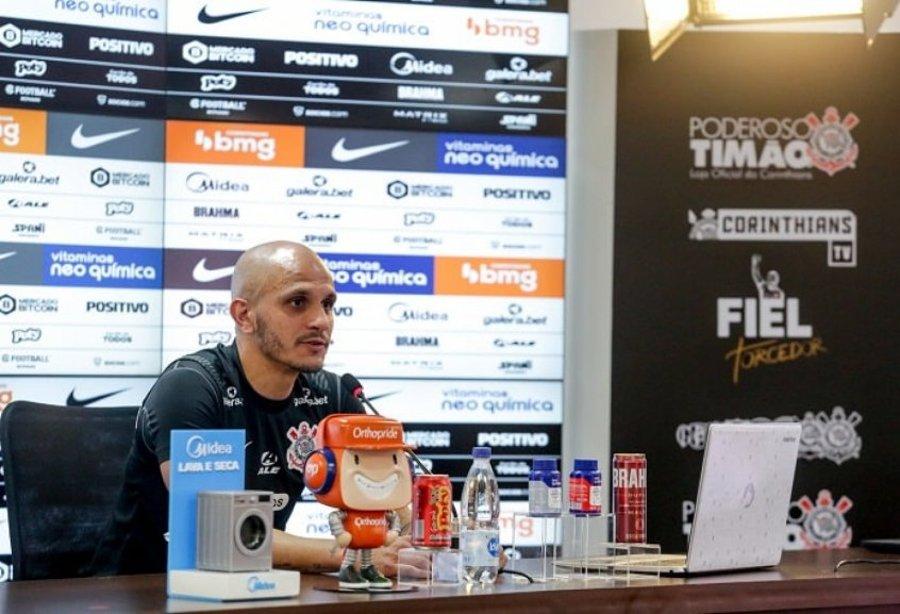 Fábio Santos fala pelo elenco e defende manutenção de Sylvinho no Corinthians   Santa Portal